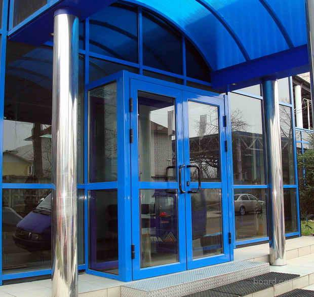 входная дверь административного здания